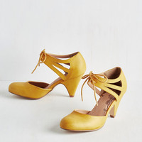 Vintage Inspired Shimmy My Way Heel in Goldenrod
