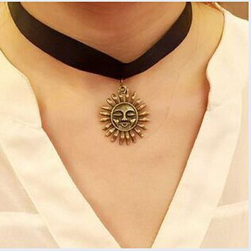 N771 Chokers Necklaces Punk Clavicle Collares Sun Flower Face Pendant Bijoux Necklace Fashion Jewelry