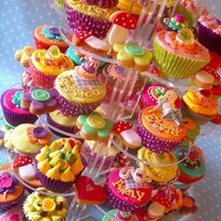 Cupcakes / Alice in wonderland cupcake tower