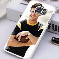 Zac Efron Holding Football Samsung Galaxy S7 Edge Case  Sintawaty.com