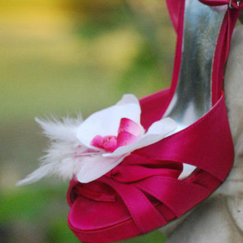 Shoe Clips Orchid Flower & White / Ivory Feathers. Rhinestone / Pearl. Shabby Chic Bridal Pin, Sexy Sophisticated Elegant Glamourous Fashion