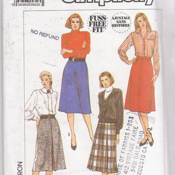 Vintage 1980s pattern for A line, knee length skirt with 4 or 6 gores, or 1 or 2 box pleats in front misses size 16 Simplicity 9353 UNCUT