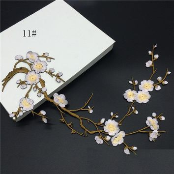 Han Noble Plum Flowers Embroidery Patches Sticker for Clothes Wedding Decor Dress Iron on Sewing Applique Suppliers P058 1pc