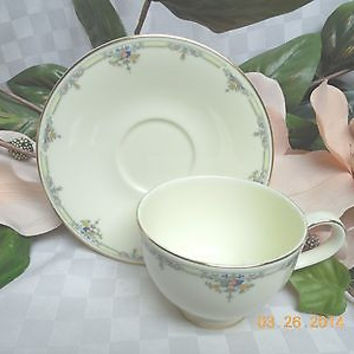 Royal Doulton, Bone China Dinnerware Melanie Pattern #H5156 Cup and saucer