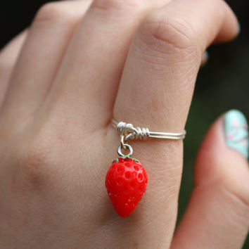 Strawberry Ring// Fruit Jewellery, Quirky Rings, Dangle Ring, Charm Ring, Fruit Ring Wire Ring, Wire Wrapped, Dainty Ring, Gift, Stackable