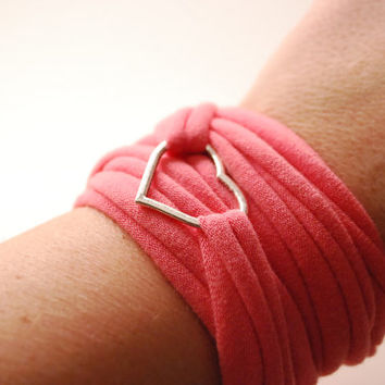 Single HEART charm Wrap Wrist Cuff PINK Stretch Wrist Bracelet Fashion accessory Women Teens Wrist Tattoo Cover