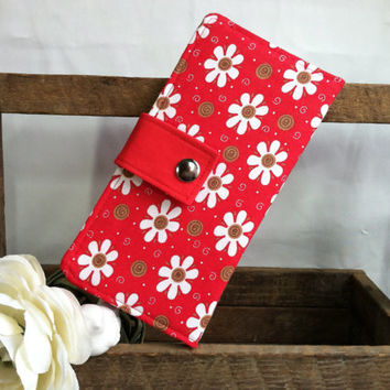 White daisies on Red background folded womens wallet, card slots, bill slots, coin pouch