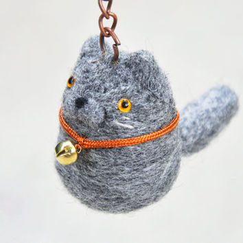 Gray cat keychain, British shorthair keychain, British shorthair cat figurine, needle felted cat, cat portrait, cat lover gift
