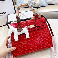 HERMES special leather design, three-dimensional tailoring, with silk scarf, pony Red
