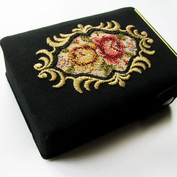 Vintage Cigarette Case, Black with Roses, Embroidered / Business Card Case - Le Cas de Cigarettes Noir.