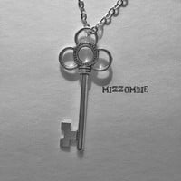 key necklace,  bridesmaid gift, boho jewelry bohemian,  antiqued silver key necklace, 24inch chain clover design