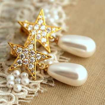 Gold shiny star White pearl earrings Bridal jewelry,Trendy jewelry - 14K Gold plated earrings with white Majorica perfect white pearls.