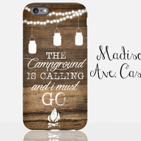 The Campground Is Calling And I Must Go Travel Adventure Hiking Camping Outdoor Mason Jar Wood iPhone 4 5 6s Samsung Galaxy Edge Tough Case