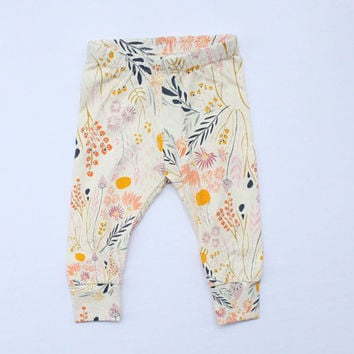 Floral baby leggings - newborn leggings - baby clothes - newborn clothes