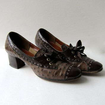 60s brown oxfords. lace up wing tip shoes.
