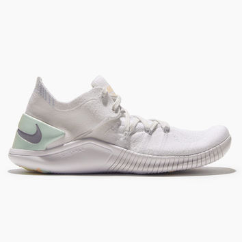 Nike Free Tr Flyknit 3 Rise in White/summit White-pure Platinum