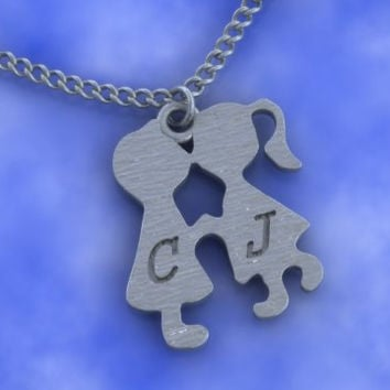 Kissing Couple Necklace,