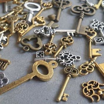 Lot of Vintage Metal Brass Keys & Gear Charms. Steampunk Key Crafts, Jewelry, or Victorian Decor