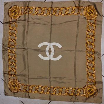 DCCKUG3 Foulard Scarf Carre Chanel Monogramm Chanel 31 Rue Cambon