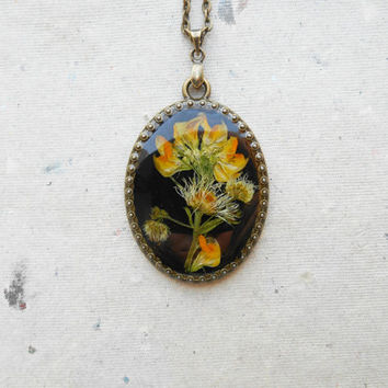 Real dry flower,Botanical jewelry,Pressed Floral pendant plant necklace,Black necklace,Natural flower,Flower pendant,Resin flower jewelry