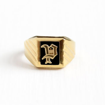 Vintage Yellow Gold Plate KaratClad Letter P Signet Ring - Retro 1960s Size 9 Initial Monogram Simulated Black Onyx Glass Uncas Jewelry