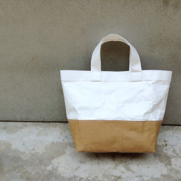Two tone kraft and tyvek paper lunch bag handles tyvek paper