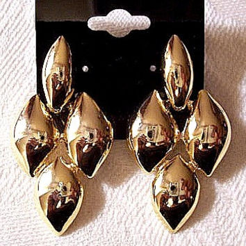 Diamond Links Pierced Earrings Gold Tone Vintage Avon Puffed Dangles