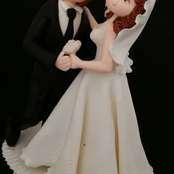 Personalized Wedding Cake Topper, Bride Groom Cake, Bride Groom Dancing Topper, Groom in Black Tuxedo, Funny Wedding Cake, White Weddings