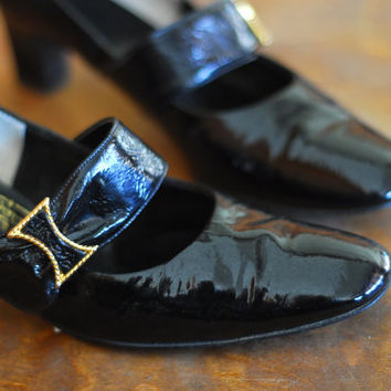 vintage 1960s shoes / 60s black patent leather mary jane heels /size 8.5