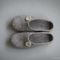 Felted men slippers Organic wool men house shoes Dark grey slippers with beige button Gray organic wool clogs Eco friendly gift idea for him