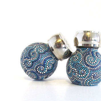 Black and Blues salt and Pepper Shaker set Orb shaped Salt and Pepper shakers