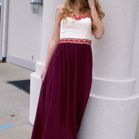 Pure Elegance Maxi Dress: Burgundy