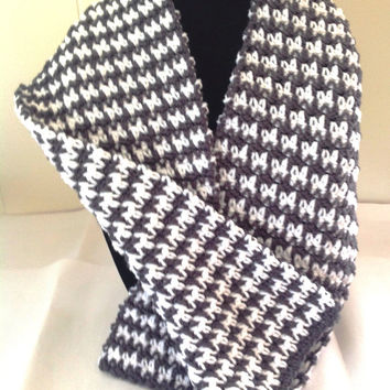 Knitting Pattern For Houndstooth Scarf : Image Gallery houndstooth crochet scarf pattern