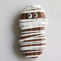 12 Milk & White Chocolate Nutter Butter Mummies...the perfect Halloween party favor.