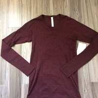 Lululemon Size 8 Swiftly Tech Long sleeve Crew Red Dero/blk NWT LS SHIRT