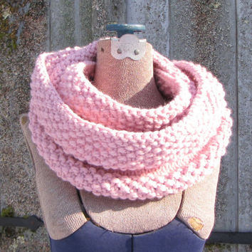 Light Pink Infinity Scarf, Chunky Pink Scarf, Pink Wool Cowl, Chunky Hand Knit Scarf, Baby Pink Scarf, Light Pink Wool Scarf, Ready to Ship