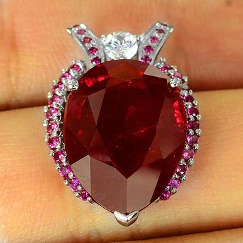 A Vintage 19.88CT Pear Cut Red Ruby White Sapphire Pendant Necklace