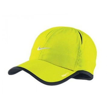 Nike Mens Feather Light Cap