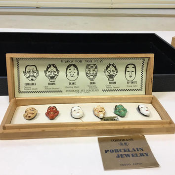 Rare Toshikane Noh mask porcelain button set in wooden case
