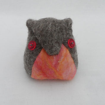 Owl pin cushion, felted (pink2)
