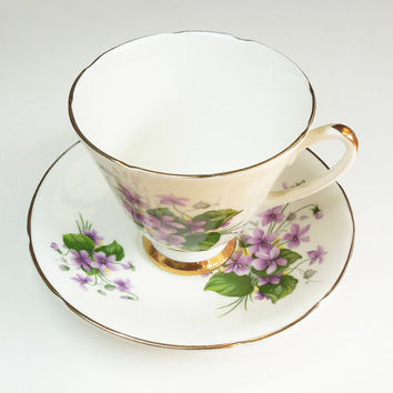Consort fine bone china teacup tea cup and saucer - Violets - In excellent condition - Made in England
