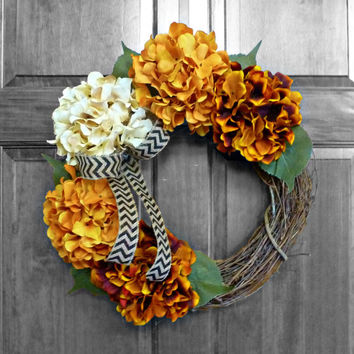 Fall Hydrangea Wreath, Autumn Wreaths, Orange Hydrangeas, Front Door Wreaths, Front Door Decoration, Halloween Decorations, Thanksgiving