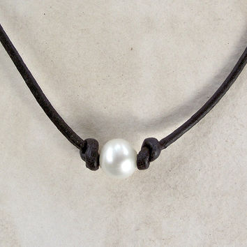 Leather Pearl Choker - Single Pearl