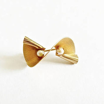 Fabulous Unique, Swirled, Textured Petite Pin Brooch with Cultured Pearls, 12 KT Gold Filled, J&L Hartzberg Jewelers NY, Modernist