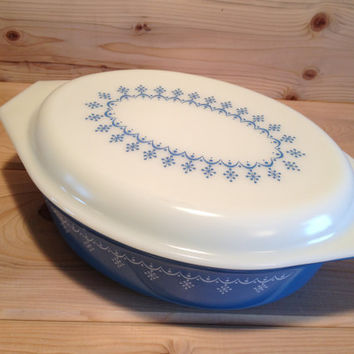 Large Vintage Pyrex Snowflake Blue Garland Oval Casserole Dish with lid # 045 Atomic Snowflake