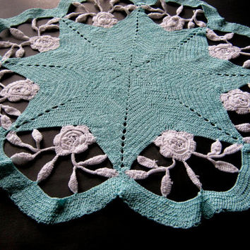 """Vintage Doily, 14"""" Round Doily, Wedding Linens, Mint Green & White Colored Table Scarf,Vintage Linen, Retro 50s Decor, Crocheted Centrepiece"""