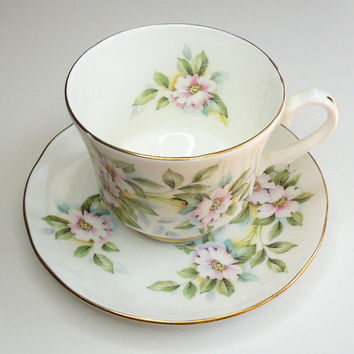 Teacup tea cup and saucer by Royal Winchester Bone China - Made in England - In excellent condition