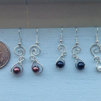 Wire wrapped, swoop drop earrings.  Faux pearls and silver artistic wire. handmade