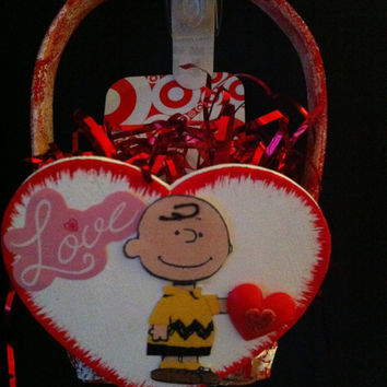 Valentines Day basket with Charlie Brown decoration