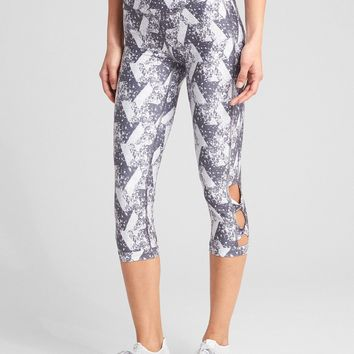 GFast High Rise Blackout Print Twist-Detail Capris|gap